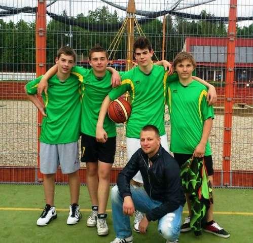 První místo v turnaji Prahy 8 – streetball.